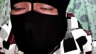 كلام عربي قذر. ام تساعد ابنها