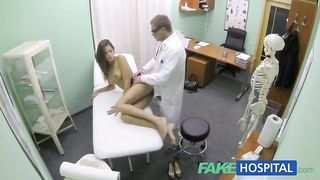 الطبيب يمارس الجنس مع الفتيات